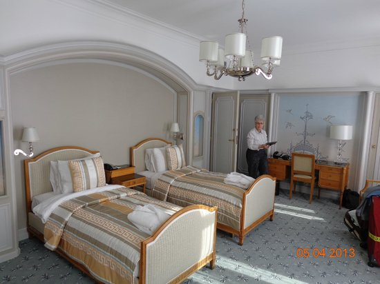 Metropole Hotel: Two simple beds