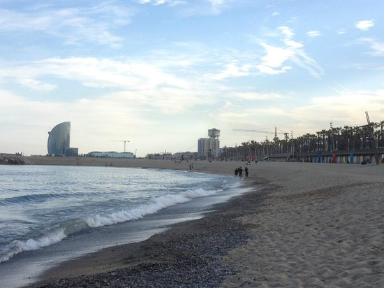 Pullman Barcelona Skipper: Beach nearby