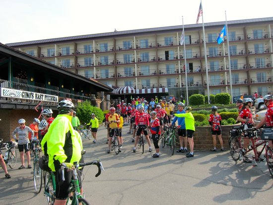 Harbor Shores on Lake Geneva: Lining up the bikes for ride