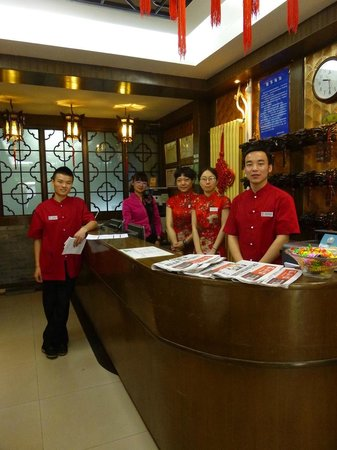 Double Happiness Courtyard Hotel: Wonderful reception staff