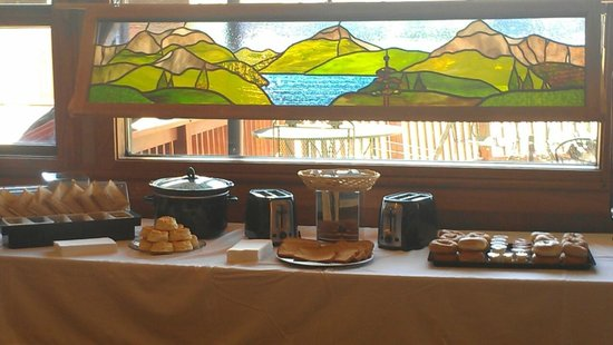 Oak Ridge Lodge: Free Breakfast
