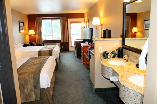 Cascade Locks, OR: Nice big room