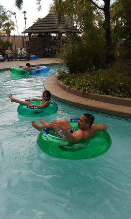 Tahiti Village: lazy river