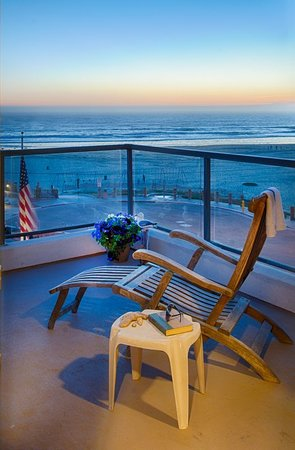 Beach House Inn and Suites: Private balcony with Ocean View