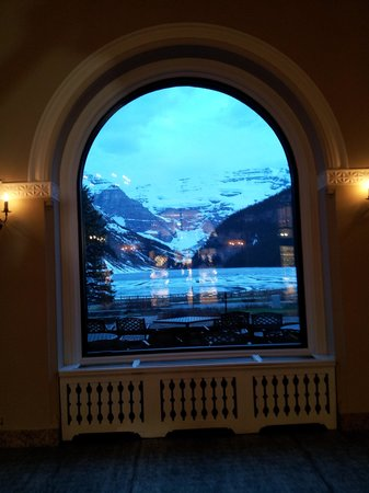 Fairmont Chateau Lake Louise: View from the main floor