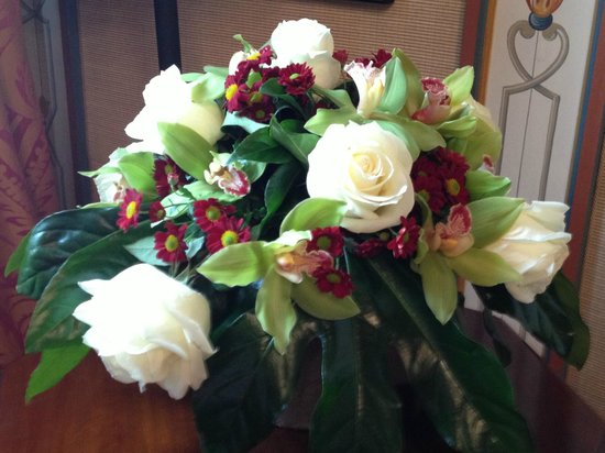 The St. Regis Florence: Fresh Flowers in Room