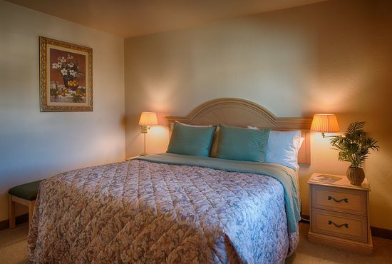 Beach House Inn and Suites: King Deluxe Suite