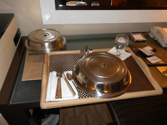 Hilton Los Angeles Airport: Roomservice