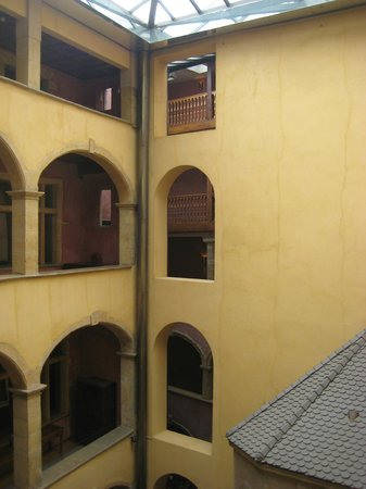 Cour des Loges: view around the central courtyard