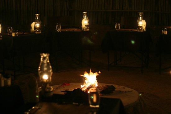 Toro Yaka Bush Lodge: Dinner in the boma