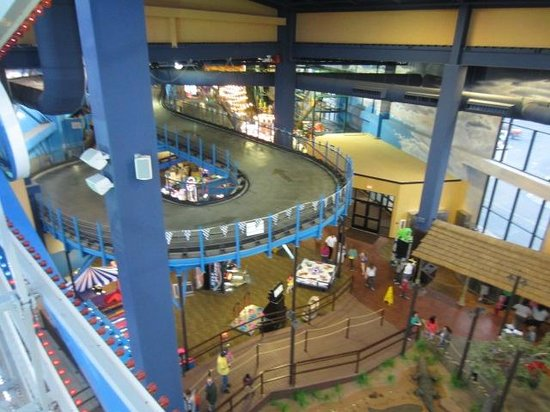 Kalahari Resorts & Conventions: Theme Park looking down from the ferris wheel