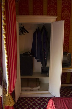 Hotel Belle Arti: The wardrobe