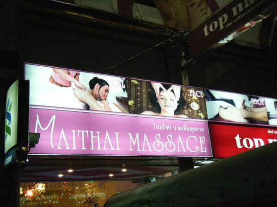 Baiyoke Boutique Hotel : thai massage parlor nearby