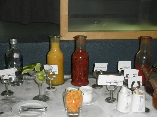 Live Aqua Cancun All Inclusive: bloody mary bar at Siete