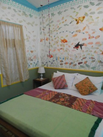 Phra-Nakorn Norn-Len Hotel : One side of a family room