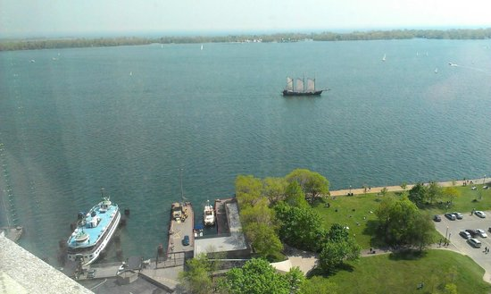 The Westin Harbour Castle: Toronto Islands and Lake Ontario