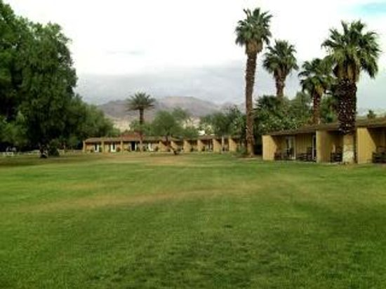Furnace Creek Inn and Ranch Resort: Deluxe cabins. Nearer the pool, and closer parking.