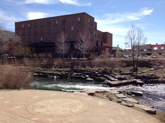 Golden, CO: View of the hotel and Clear Creek