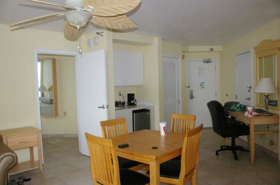 Grand Plaza Beachfront Resort Hotel & Conference Center: suite,   plenty of room