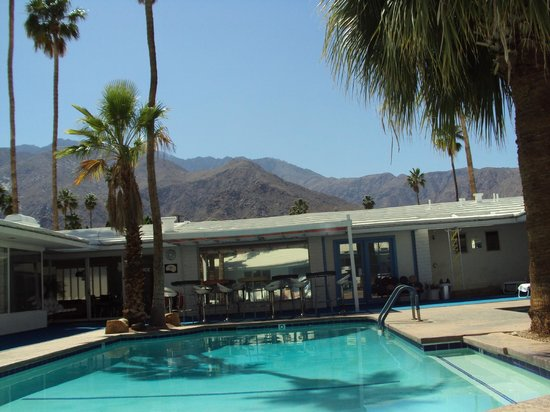Palm Springs Rendezvous: the mountains behind