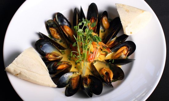Vernon, Kanada: Saffron Cream Mussels and Prawns