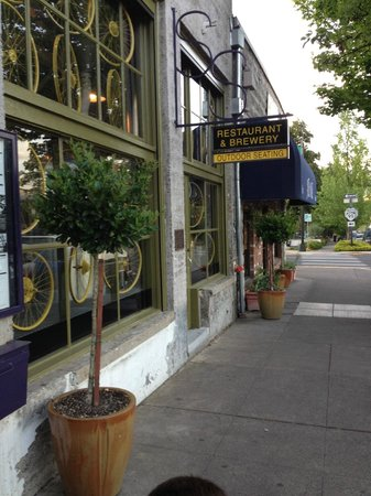 Ashland, OR : Restaurant Front Entrance