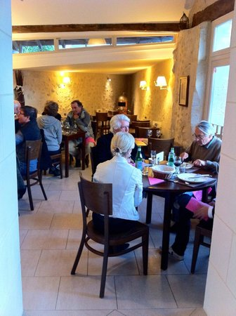 Azay-le-Rideau, Francja: Inside the restaurant