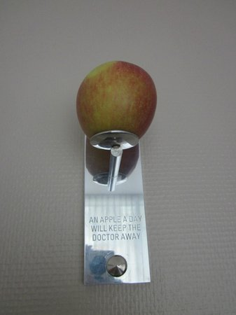 Hotel Hafen Hamburg: An apple a day...