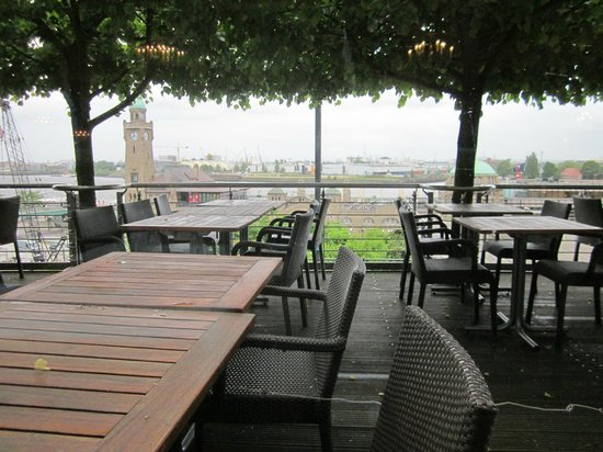 Hotel Hafen Hamburg: Outside dining (weather permitting_