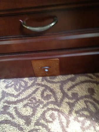 Omni William Penn Hotel: night stand with motion sensor light