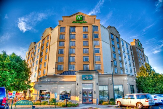 Holiday Inn Hotel and Suites Chicago Northw