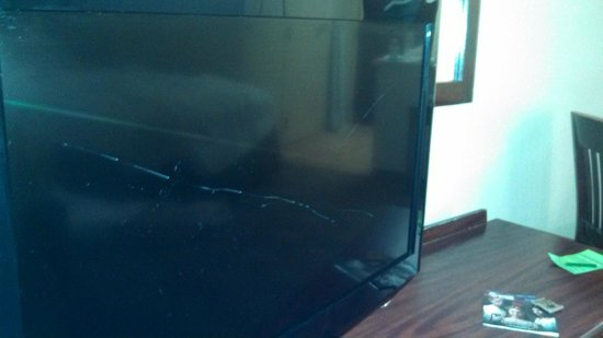 Marietta, Georgien: Flat Screen Televion that had been vandalized before we arrived