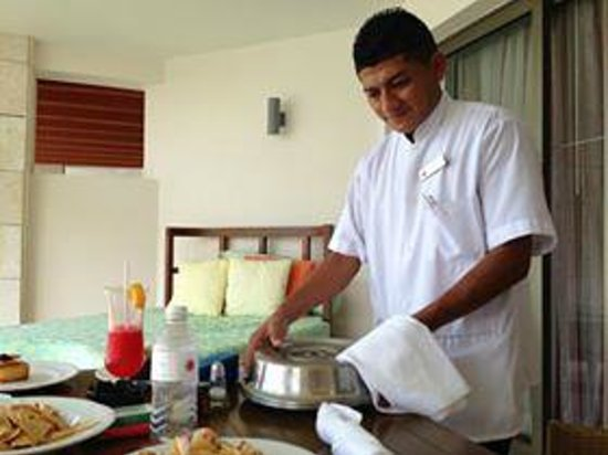 Excellence Playa Mujeres: Prompt room service delivery -