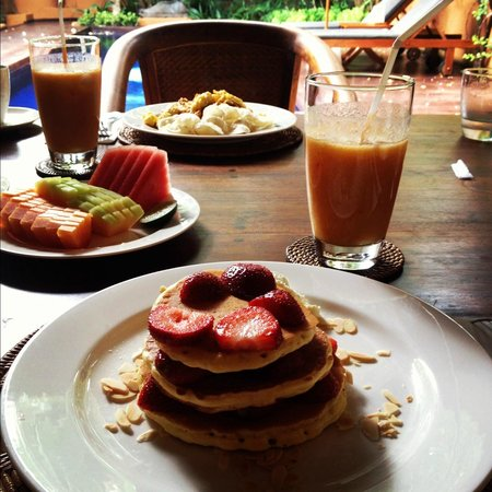 The Villas Bali Hotel & Spa: The amazing breakfast, freshly prepared and served in the morning in our very own kitchen!