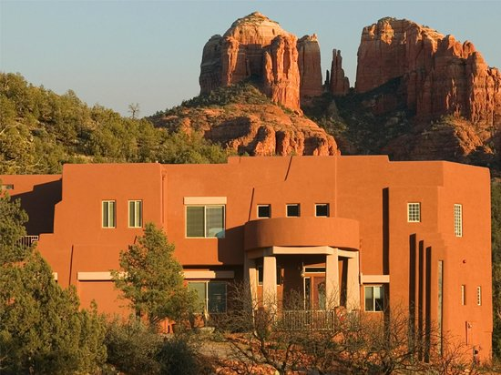 Sedona Cathedral Hideaway: Two luxury suites with use of the house, decks & patios.