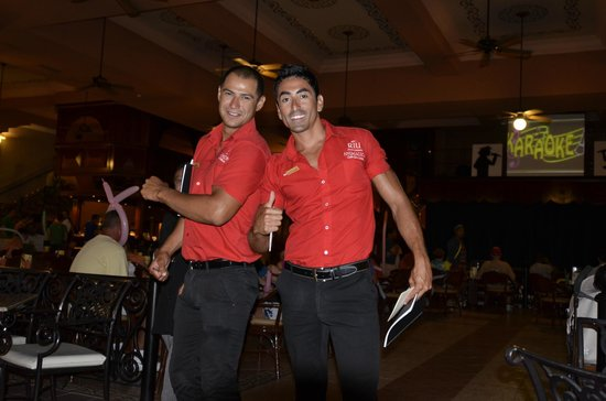 Riu Palace Cabo San Lucas: Staff entertainers