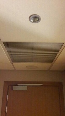 Radisson Blu Hotel, Kiev: air conditioning pumps a cigarette smoke
