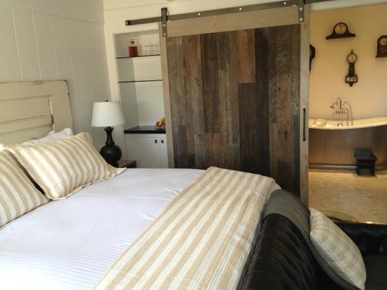 Vagabond's House Inn: Our room #10!