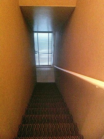 7 Springs Inn & Suites : Locked door and private staircase to room