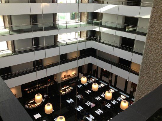 Hilton Madrid Airport: atrium view 2