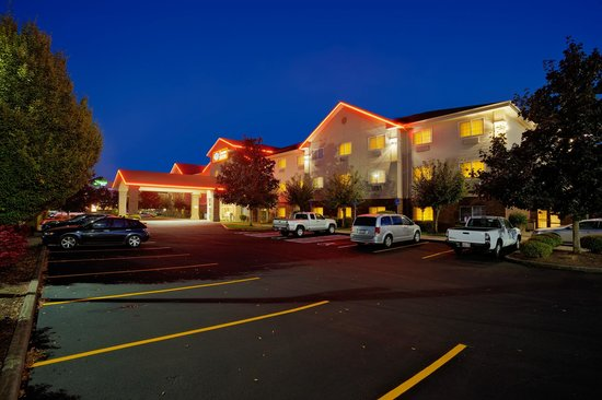 Albany, OR: Night Time at Comfort Suites
