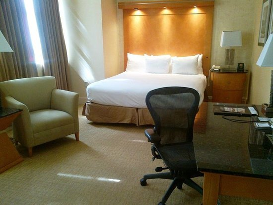 Hilton Boston Downtown / Faneuil Hall: Comfortable bed