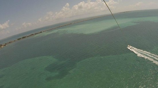 Hawks Cay Resort: Parasailing from Hawks Cay