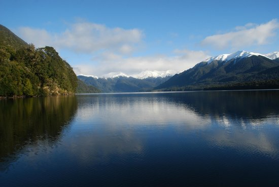 Invercargill, New Zealand: Crisp clear morning Lake Monowai