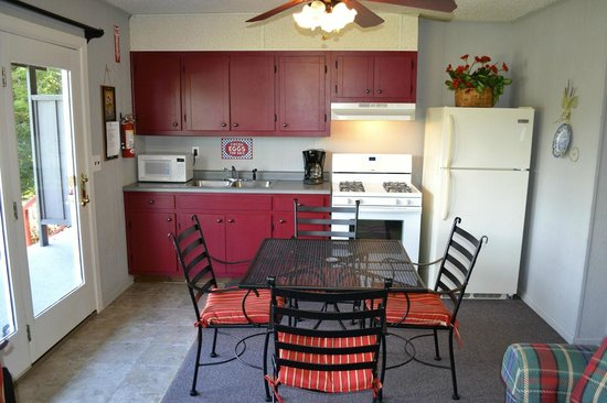 Hiawassee, GA: Waterfront Suites kitchen