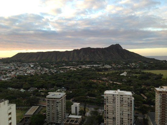 ‪‪Waikiki Beach Marriott Resort & Spa‬: View of Diamond Head from room‬