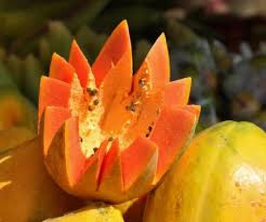Coxen Hole, Honduras: papaya roatan fruit stop