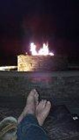 Hawks Cay Resort: Fire Pit at night.