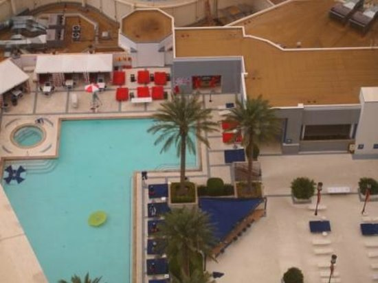 Planet Hollywood Resort & Casino: View of swimming pool from room