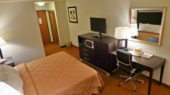 Yreka, CA: One Bed Room with Computer Desk and Ergonomic Chair
